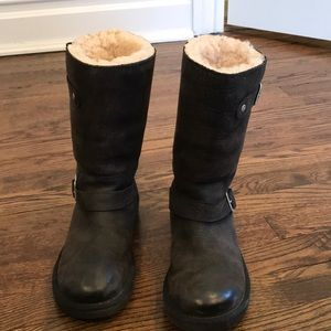 Used Ugg boots SIZE 6